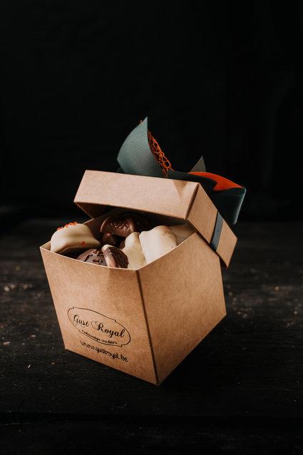 Doosje zonder pure chocolade pralines 1 kg