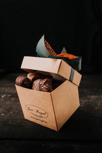 Doosje zonder witte chocolade pralines 1 kg
